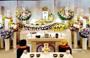 洋花の生花祭壇